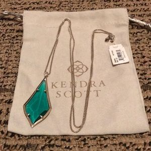 NWT Kendra Scott Damon. Gold with Green Stone.